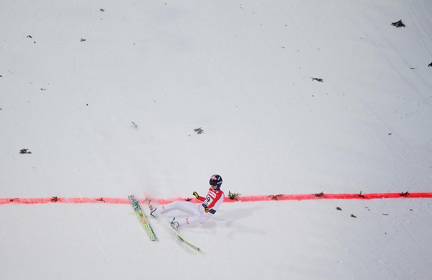 Holmenkollen, 20110303. Hopp, stor bakke. Tom Hilde faller. Oslo Ski Vm Holmenkollen. Foto: Eirik Helland Urke / Dagbladet