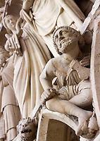 Western Façade (Detail of a craftsman), Portal of the Coronation, 1210, Notre Dame de Paris, initiated by the bishop Maurice de Sully, Île de la Cité, Paris, France. Picture by Manuel Cohen