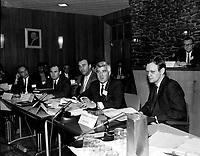 Reunion entre le ministre Jean Chretien et les chefs de tribus autochtone, Entre le 30 septembre et le 6 octobre 1968 (date exacte inconnue)<br /> <br /> Photo d'archive :  Agence Quebec Presse  -  Photo Moderne