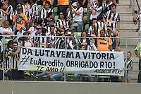 BELO HORIZONTE, MG, 08.12.2013 &ndash; CAMPEONATO BRASILEIRO 2013 &ndash; ATL&Eacute;TICO-MG X VIT&Oacute;RIA Torcida do Atl&eacute;tico-MG partida contra o Vit&oacute;ria durante <br /> jogo valido 38 &ordf; rodada Campeonato Brasileiro 2013, no est&aacute;dio Arena Independencia, na tarde deste Domingo (08) <br /> (Foto: Marcos Fialho / Brazil Photo Press)