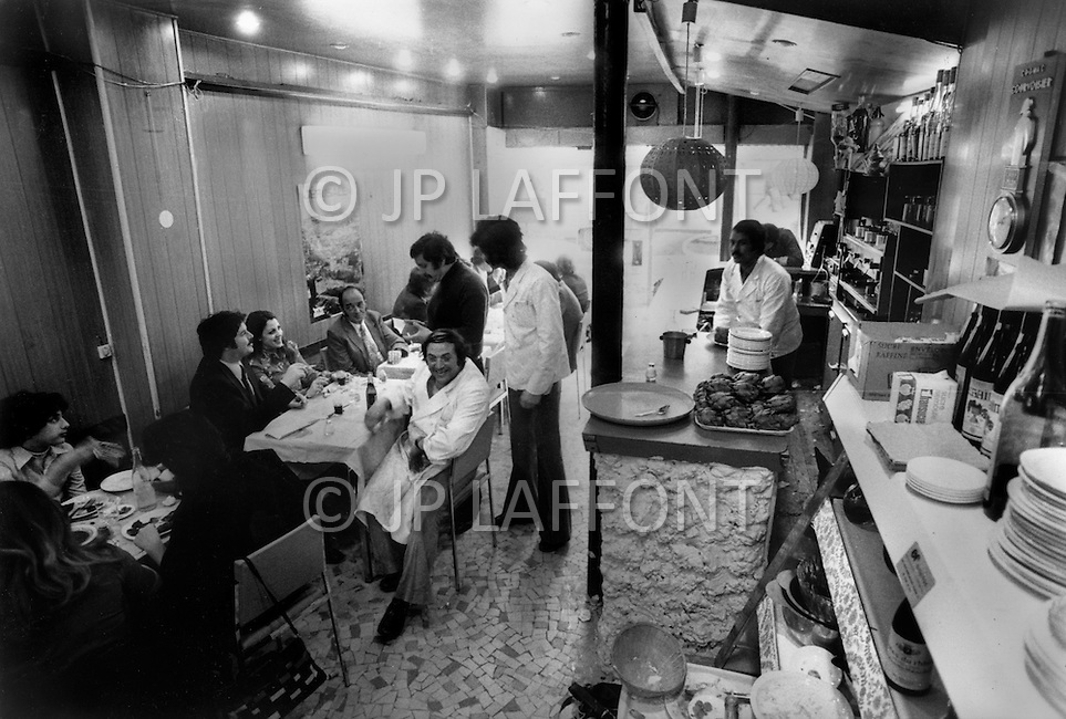 Paris, August 1977. Restaurant Le Repais. Vie Quotidienne des Juifs a Paris.