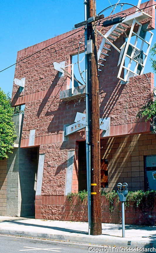 Eric Owen Moss: West-facing, Lindale street side of Gary Office Group, Culver City 1988-1990. Pure Sculpture! Photo 1999.