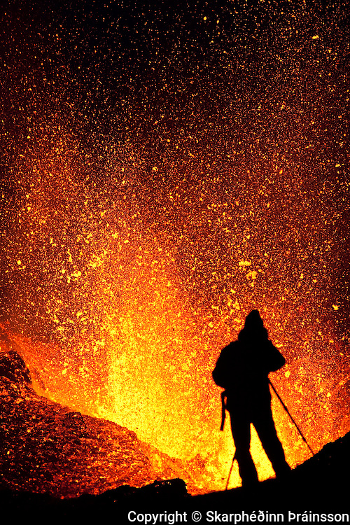 Photographer captures the erupting volcano in Fimmvörðuháls, south Iceland in April 2010
