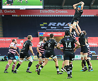 Ospreys' Justin Tipuric claims the line out.<br /> <br /> Photographer Dan Minto/CameraSport<br /> <br /> Guinness Pro14 Round 13 - Ospreys v Cardiff Blues - Saturday 6th January 2018 - Liberty Stadium - Swansea<br /> <br /> World Copyright &copy; 2018 CameraSport. All rights reserved. 43 Linden Ave. Countesthorpe. Leicester. England. LE8 5PG - Tel: +44 (0) 116 277 4147 - admin@camerasport.com - www.camerasport.com