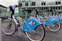 Vel'oh Leihfahrräder auf der Place d'Europe auf em Kirchberg, Stadt Luxemburg, Luxemburg