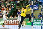 BHCs Jeffrey Boomhouwer (Nr.32) mit einem Sprungwurf gegen Leipzigs Milos Putera (Nr.44)  im Spiel der Handballliga, Bergischer HC - SC DHFK Leipzig.<br /> <br /> Foto &copy; PIX-Sportfotos *** Foto ist honorarpflichtig! *** Auf Anfrage in hoeherer Qualitaet/Aufloesung. Belegexemplar erbeten. Veroeffentlichung ausschliesslich fuer journalistisch-publizistische Zwecke. For editorial use only.