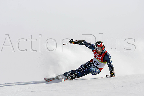 20 February 2006: American skier Erik Schlopy (USA) skiing during his second run in the Men's Giant Slalom at the Sestriere sub-area Colle during the 2006 Turin Winter Olympics. Photo: Neil Tingle/actionplus..060220 torino male man men ski skiing snow