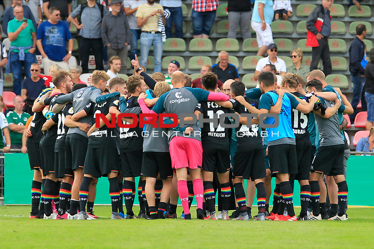 11.08.2019, Stadion Lohmühle, Luebeck, GER, DFB-Pokal, 1. Runde VFB Lübeck vs 1.FC St. Pauli<br /> <br /> DFB REGULATIONS PROHIBIT ANY USE OF PHOTOGRAPHS AS IMAGE SEQUENCES AND/OR QUASI-VIDEO.<br /> <br /> im Bild / picture shows<br /> Schlusskreis des FC St. Pauli nach dem Abpfiff.<br /> <br /> Foto © nordphoto / Tauchnitz