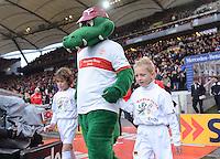 FUSSBALL   1. BUNDESLIGA  SAISON 2012/2013   9. Spieltag   VfB Stuttgart - Eintracht Frankfurt      28.10.2012 VfB Maskottchen Fritzle mit EnBW-Einlaufkindern