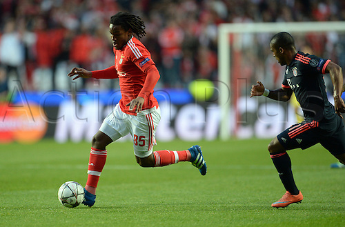 13.04.2016. Lisbon, Portugal.  Munich's Thiago Alcantara (R) beaten by Benifica's Renato Sanches (L) during the UEFA Champions League quarterfinal second leg soccer match between SL Benfica and FC Bayern Munich at Luz Stadium in Lisbon, Portugal, 13 April 2016.