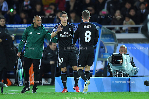 (L-R) James Rodriguez, Toni Kroos (Real), <br /> DECEMBER 15, 2016 - Football / Soccer : <br /> FIFA Club World Cup Japan 2016 Semi Final match between <br /> Club America 0-2 Real Madrid <br /> at Yokohama International Stadium, Kanagawa, Japan. <br /> (Photo by AFLO SPORT)