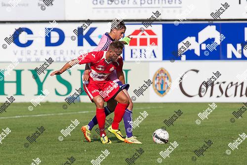 2014-07-26 / Voetbal / Seizoen 2014-2015 / Oefenwedstrijd / Hoogstraten VV-RSC Anderlecht beloften / Yens Peeters (Hoogstraten) in duel met Samy Bourard (Anderlecht)<br /> <br /> Foto: Mpics.be