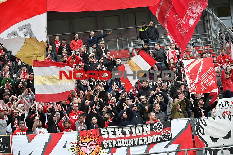 28.01.2018, BayArena, Leverkusen , GER, 1.FBL., Bayer 04 Leverkusen vs. 1. FSV Mainz 05<br /> im Bild / picture shows: <br /> Fans, freundlich, Stimmung, farbenfroh, Nationalfarbe, geschminkt, Emotionen, mainzer <br /> <br /> <br /> Foto &copy; nordphoto / Meuter