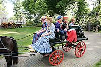 Westfriese Folkloredagen in Schagen . Sinds 1953 organiseert de Stichting ter Bevordering van de West-Friese Folklore de 10 West-Friese donderdagen. Deze donderdagen staan in het teken van o.a. leven, werken en kleden anno 1910. De optocht begint bij  Boerderij en Rijtuigmuseum Vreeburg