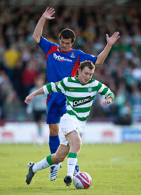 Aiden McGeady goes past Russell Duncan.