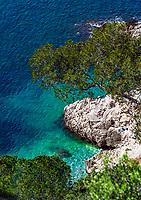 Frankreich, Provence-Alpes-Côte d'Azur, Nizza: felsiger Kuestenabschnitt unterhalb des Jardin Félix Rainault | France, Provence-Alpes-Côte d'Azur, Nice: rocky coastline below Jardin Félix Rainault