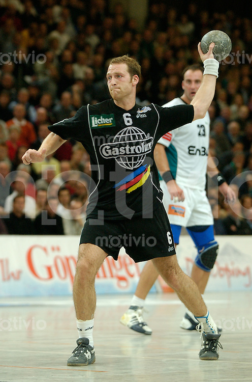 Handball Maenner 1. Bundesliga 2002/2003 Goeppingen (Germany) FrischAuf! Goeppingen - SG Wallau/Massenheim Christian Rose (Wallau) zieht ab, wirft