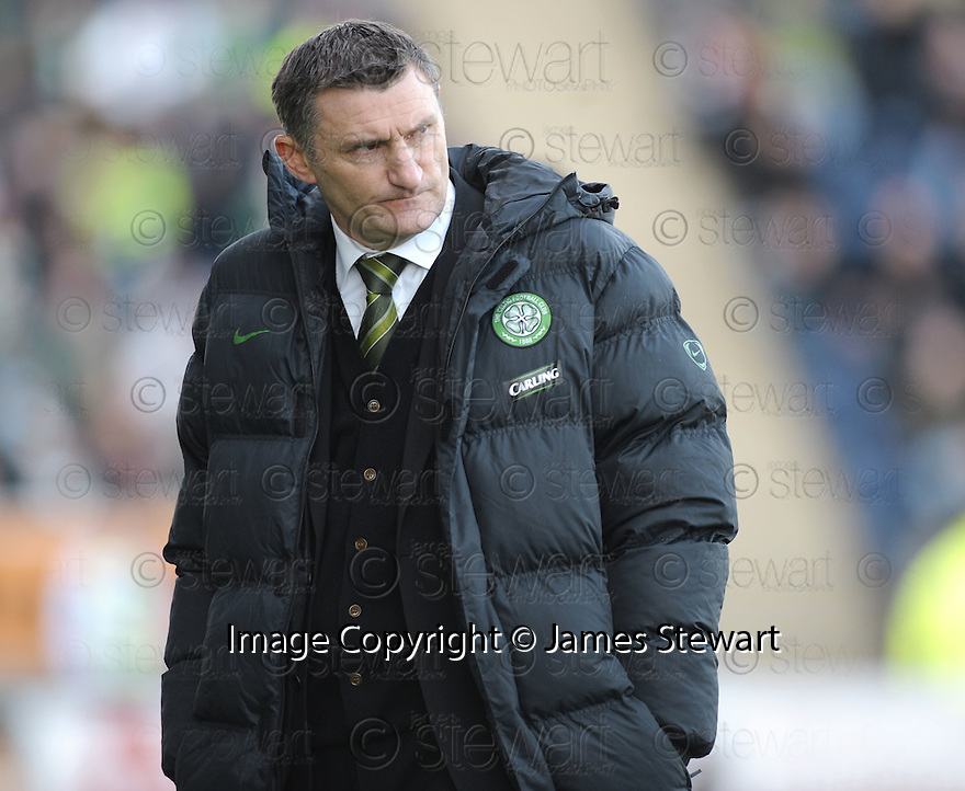 08/11/2009  Copyright  Pic : James Stewart.sct_jspa31_falkirk_v_celtic  . :: TONY MOWBRAY DURING THE FALKIRK GAME :: .James Stewart Photography 19 Carronlea Drive, Falkirk. FK2 8DN      Vat Reg No. 607 6932 25.Telephone      : +44 (0)1324 570291 .Mobile              : +44 (0)7721 416997.E-mail  :  jim@jspa.co.uk.If you require further information then contact Jim Stewart on any of the numbers above.........