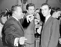 Sujet : Gilbert Becaud signant des disques a la Compagnie Paquet , Québec<br /> Date : 24 février 1961<br /> <br /> Photographe : Photo Moderne<br /> - Agence Quebec Presse