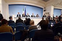 Roma, 30 Novembre 2012.Palazzo Chigi..Il ministro dell'ambiente Corrado Clini, dello sviluppo economico Corrado Passera e il Presidente del Consiglio Mario Monti durante la conferenza stampa dopo il Consiglio dei Ministri sull'Ilva di Taranto.