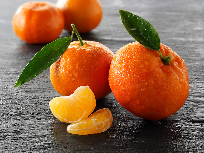 Fresh mandarins fruits with leavess.