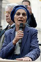 """Roma, 27 Ottobre 2017<br /> Emma Bonino e Luigi Manconi.<br /> Piazza Montecitorio<br />  Conferenza stampa sulla consegna delle firme della campagna """"Ero Straniero"""" per una nuova legge sull'immigrazione"""