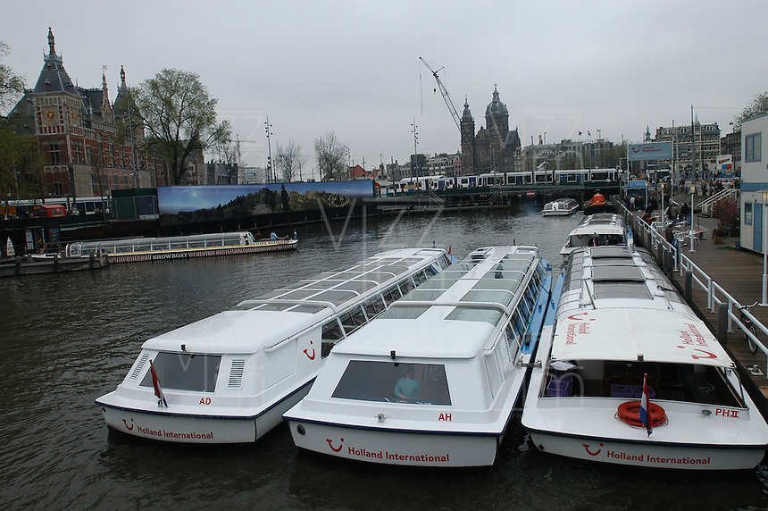 AMSTERDAM-HOLANDA. Botes en uno de los canales que recorren el centro de la ciudad. Boats in one of the water canals in the city. Photo: VizzorImage/STR