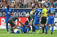 Nani Landry Dimata (VfL Wolfsburg) muss verletzt vom Platz - 26.08.2017: Eintracht Frankfurt vs. VfL Wolfsburg, Commerzbank Arena, 2. Spieltag Bundesliga