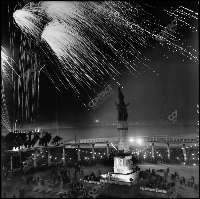 On 1 October, Harbin celebrates National Day with fireworks along the Songhua River, parades of schoolgirls and the PLA, and marchers carrying a statue of Mao on a float adorned with sunflowers symbolizing the Chinese people following Mao the way flowers follow the sun. Harbin, 1 October 1968.