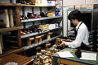 Student is making shoes at Sarukawa Footwear College