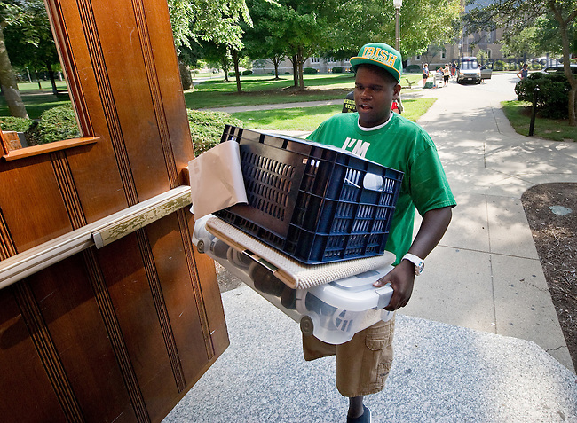 Aug. 19, 2011; Move-in 2011..Photo by Matt Cashore/University of Notre Dame