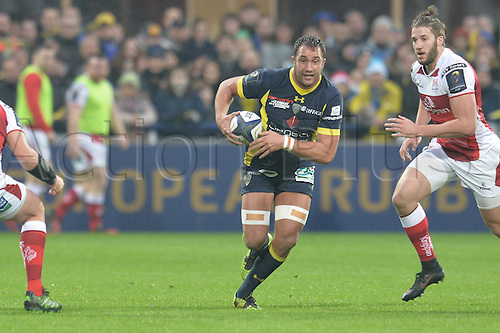 18.12.2016. Stade Marcel Michelin, Clermont-Ferrand, France. European Champions Cup Rugby. Clermont Auvergne versus Ulster.  Alexandre Lapandry (asm)  breaks between Ulster line