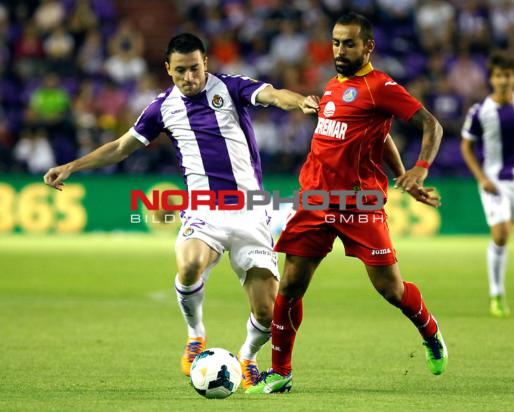 Real Valladolid¬¥s Rukavina (l) and Getafe's Diego Castro (r) during La Liga match.August 31,2013. Foto © nph / Victor Blanco)