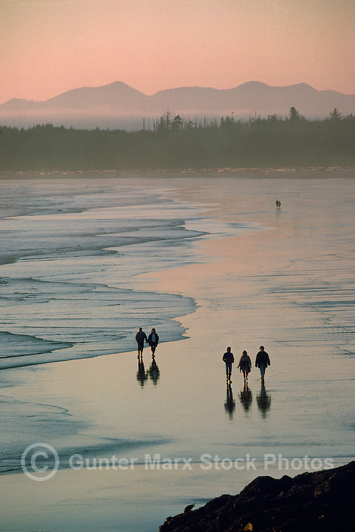 People walking on Beach at Sunset near Long Beach and Tofino, West Coast of Vancouver Island, BC, British Columbia, Canada