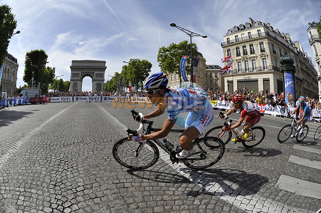 Beppu Fuiyuki (JPN) Skil Shimano leads the breakaway gruop round the hairpin bend beneath the Arc de Triomphe at the end of the Champs Elysee, and makes history by becoming the first Japenese rider to do so, during the final Stage 21 of the 2009 Tour de France running 164km from Montereau-Fault-Yonne to Paris Champs-Elysees, France. 26th July 2009 (Photo by Eoin Clarke/NEWSFILE)