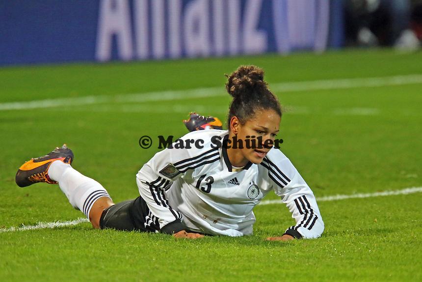 Celia Sasic (D) frustriert nach vergebener Chance - Deutschland vs. Kroatien, WM-Qualifikation, Frankfurter Volksbank Stadion