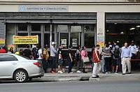 SAO PAULO, 09 DE MAIO DE 2012  - MOVIMENTACAO CARTORIO ELEITORAL - Fila em Cartorio Eleitoral, no ultimo dia para emissao e transferencia do titulo de eleitor, na Avenida Brigadeiro Luis Antonio, na regiao central da cidade. FOTO: ALEXANDRE MOREIRA - BRAZIL PHOTO PRESS