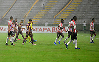 IBAGUE-COLOMBIA, 22-02-2020: Jugadores de Deportes Tolima y Atletico Junior se retiran de la cancha al ser suspendido por fuerte lluvia el partido entre Deportes Tolima y Atletico Junior, de la fecha 6 por la Liga BetPlay DIMAYOR I 2020 jugado en el estadio Manuel Murillo Toro de Ibague. / Players of Deportes Tolima and Atletico Junior withdraw from the court when the match between Deportes Tolima and Atletico Junior is suspended due to heavy rain of the 6th date for the Liga BetPlay DIMAYOR I 2020 played at Manuel Murillo Toro stadium in Ibague city. / Photos: VizzorImage / Juan Carlos Escobar / Cont.