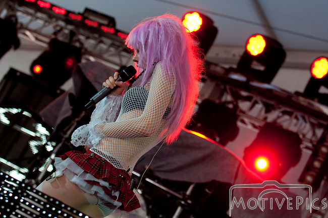 Kerli playing the Critical Mass Tent at Kanrocksas.