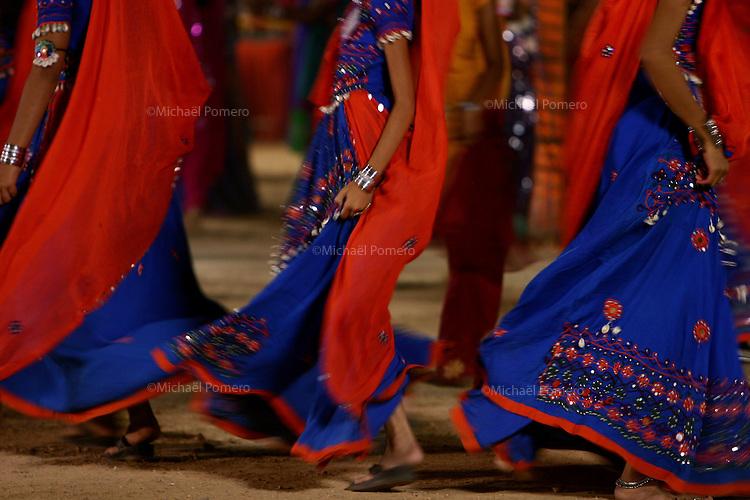 03.10.2008 Dwarka(Gujarat)<br /> <br /> Womens dancing during navratri festival(celebrating Durga during 9 nights).<br /> <br /> Femmes dansant pendant le festival de navratri(celebrant Durga pendant 9 nuits).