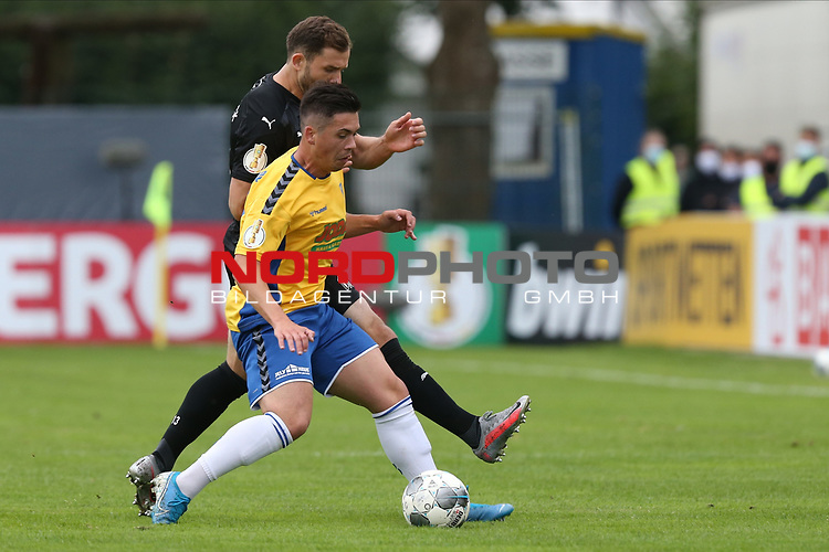 12.09.2020, JODA Sportpark, Todesfelde, GER, DFB-Pokal Runde1 SV Todesfelde vs. VfL Osnabrueck <br /> <br /> DFB REGULATIONS PROHIBIT ANY USE OF PHOTOGRAPHS AS IMAGE SEQUENCES AND/OR QUASI-VIDEO.<br /> <br /> im Bild / picture shows<br /> Emanuel Bento de Lima (SV Todesfelde) im Zweikampf gegen h13#<br /> <br /> <br /> Foto © nordphoto / Tauchnitz