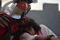 BRASÍLIA, DF, 14.04.2017 – VIA-SACRA – Vista da Via Sacra encenada a 40 anos na cidade de Planaltina, cidade satélite de Brasília. A Via Sacra de Planaltina é considerada a maior do Brasil com cerca de 1.400 figurantes e atores e recebe todos os anos cerca de 150 mil expectadores. A Via Sacra aconteceu nesta sexta-feira, 14, no Morro da Capelinha. (Foto: Ricardo Botelho/Brazil Photo Press)