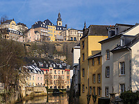 Blick &uuml;ber die Alzette in Grund auf die Altstadt, Luxemburg-City, Luxemburg, Europa, UNESCO-Weltkulturerbe<br /> Historc city and Alzette in Grund, Luxembourg City, Europe, UNESCO Heritage Site