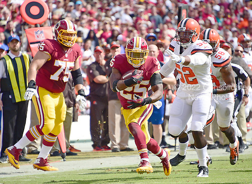 Washington Redskins running back Chris Thompson (25) carries the ball in the first quarter against the Cleveland Browns at FedEx Field in Landover, Maryland on October 2, 2016.  Also pictured is Washington Redskins offensive guard Brandon Scherff (75).  Cleveland Browns Cleveland Browns linebacker Corey Lemonier (52) and  inside linebacker Chris Kirksey (58) defend on the play.<br /> Credit: Ron Sachs / CNP