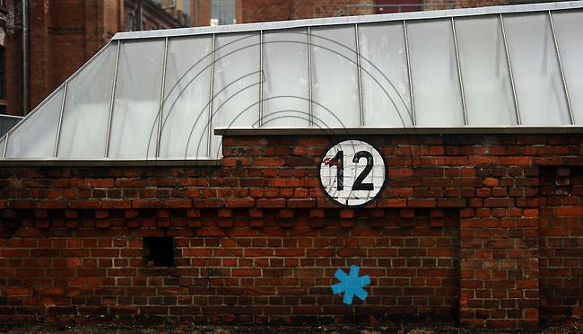 Spinnerei - alte Baumwollspinnerei in Plagwitz / Leipzigs Kunstzentrum / Künstler haben hier ihre Ateliers und zahlreiche Galerien sind in den betagten Gebäuden angesiedelt - im Bild: Ansicht bei Regenwetter - Halle 12 Dach.  Foto: aif / Norman Rembarz..Jegliche kommerzielle wie redaktionelle Nutzung ist honorar- und mehrwertsteuerpflichtig! Persönlichkeitsrechte sind zu wahren. Es wird keine Haftung übernommen bei Verletzung von Rechten Dritter. Autoren-Nennung gem. §13 UrhGes. wird verlangt. Weitergabe an Dritte nur nach  vorheriger Absprache. Online-Nutzung ist separat kostenpflichtig..