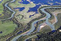 Columbia River: AMERIKA, KANADA,  (CANADA), 08.07.2011: Flusslauf  des Columbia River  in der kanadischen Provinz British Columbia. Der Columbia ist der groesste Fluss der Region Pazifischer Nordwesten.  Ansicht, Aufsicht, Ausfluege, Ausflug, aussen, Aussen, Aussenaufnahme, Aussenaufnahme, Aussenaufnahmen, Aussenaufnahmen, Baeume, Baum, Baumes, Baums, Canada, draussen, draussen, Erhoehte, Erhoehte Ansicht, Fernsicht, Flora, Fluesse, Fluesse, Flugaufnahme, Flugaufnahmen, Flugbild, Flugbilder, Fluss, Fluss, Flusses, Flusses, Flusslandschaft, Flusslandschaft, Flusslauf, Flusslauf, Fremdenverkehr, Gewaechs, Gewaechse, Kanada, Kanadas, landschaftlich, Luftaufnahme, Luftaufnahmen, Luftbild, Luftbilder, malerisch, Natur, Nordamerika, Panorama, Panoramaaufnahme, Panoramabild, Panoramablick, Panorma, Pflaenzchen, Pflanze, Pflanzen, Pflanzenwelt, Pflanzenwelten, Reise, Reisen, reisend, reist, Rundumblick, Tag,Tagaufnahme,Tagaufnahmen,Tourismus, Touristik, Travel,Travels, uebersicht, Vogelperspektive,  Wasser,  Wasser, wassers, Columbia River, natuerlich, schlaengeln, biegen, Biegung
