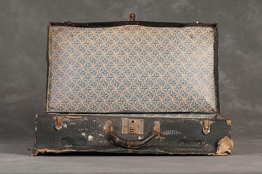 Willard Suitcases / Willard S / ©2014 Jon Crispin
