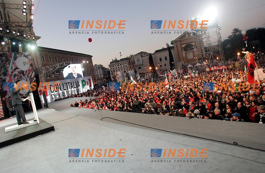 """Pier Luigi Bersani.Manifestazione nazionale del Partito Democratico - """"Con l'Italia che Vuole Cambiare"""".Roma, 11 Dicembre 2010.Foto Samantha Zucchi Insidefoto....."""