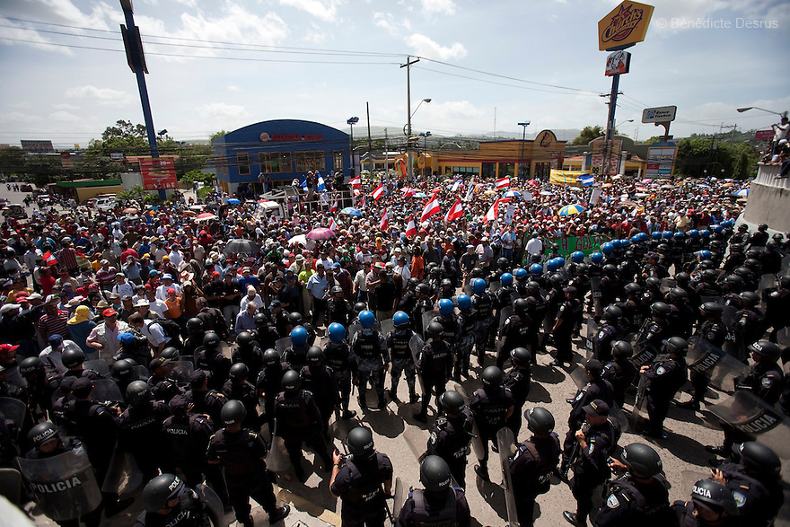 4 July 2009 - Tegucigalpa, Honduras  Thousands of supporters of ousted Honduras' President Manuel Zelaya stand off with honduran police and soldiers during a protest at the entrance of the international airport in Tegucigalpa, capital of Honduras. Zelaya has been forced into exile after being arrested by a group of soldiers in an apparent military coup. Zelaya was warned he would be arrested if he return to Honduras but has vowed to return to Honduras on Sunday accompanied by Latin American leaders. Photo credit: Benedicte Desrus