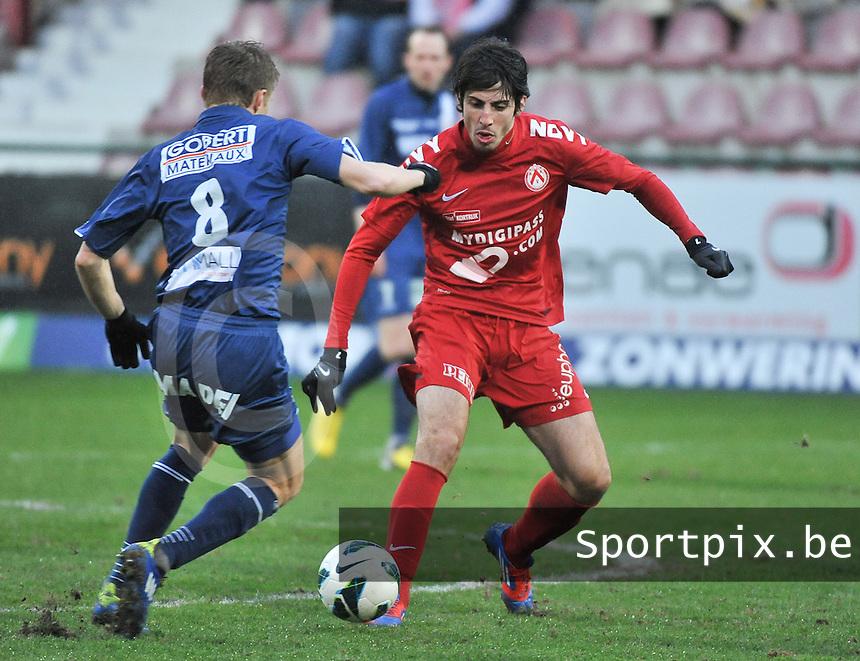 KV Kortrijk - RAEC Mons / Bergen  : Pablo Chavarria (rechts).foto VDB / BART VANDENBROUCKE
